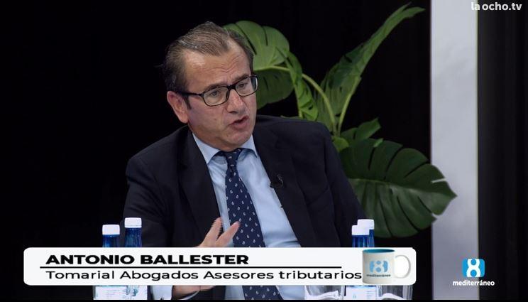 Tomarial participa en un debate sobre fiscalidad en Los Desayunos de La 8 Mediterráneo TV